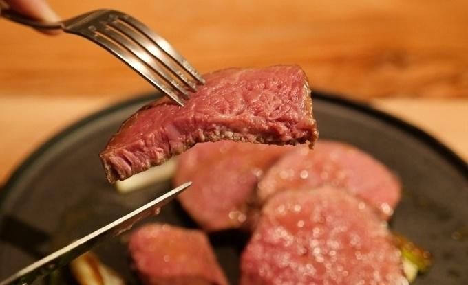 西新宿でワンランク上のグリル料理を!熟成肉の柔らかステーキを味わって『MORETHAN GRILL』