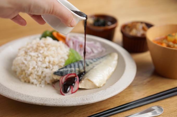 【期間限定1/18まで】赤坂見附『サカナメシ』ヘルシーなのに美味しくて満足感ある!リピート続出の魚&もち麦の健康志向ランチが話題