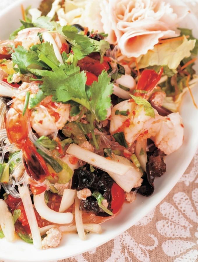 【渋谷】タイ料理好き必見!トムヤムクン味の火鍋が辛ウマい!『渋谷ガパオ食堂』