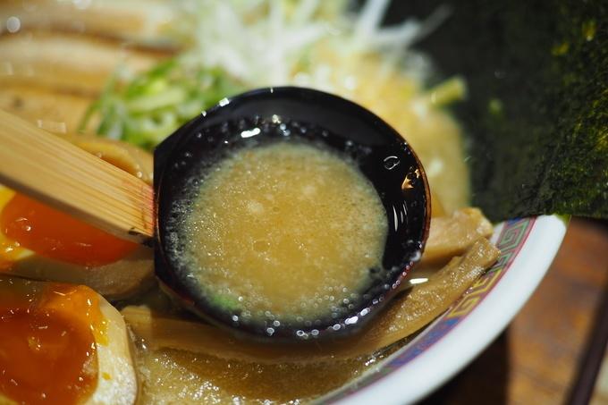 【中野】シビれる辛旨ラーメンが日本初上陸!濃厚豚骨×唐辛子のコラボ『麺屋三代目 火華』