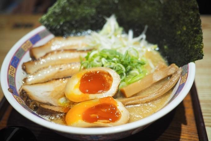 【中野】13段階の辛さの豚骨ラーメンが日本初上陸『麺屋三代目 火華』