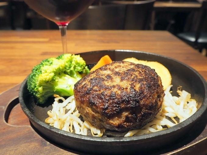 肉汁ジュワッ!秘伝のハンバーグは1,180円のワイン飲み放題と『浅草グリルバーグ本店』