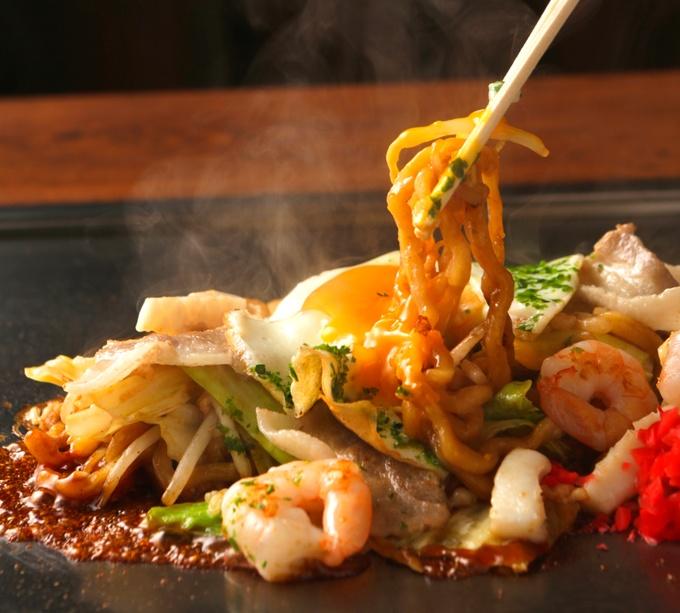 お好み焼きの上にはたっぷりの山芋と九条ねぎ!わざわざ食べに行きたい鉄板焼き『ごっつい恵比寿』