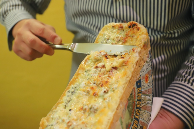 【赤坂見附】とろける豚肉×チーズは相性抜群!世界各国のチーズをかけて楽しむ『CANARIA』