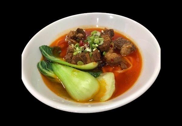 【1月28日〜】ピリ辛スープと牛バラ角煮が特徴「紅焼牛肉麺」が登場!『国壱麺』