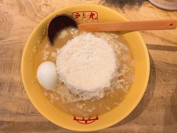 山盛りチーズ×とんこつ!恵比寿『九十九ラーメン』で名物のチーズラーメン食べてきた!!
