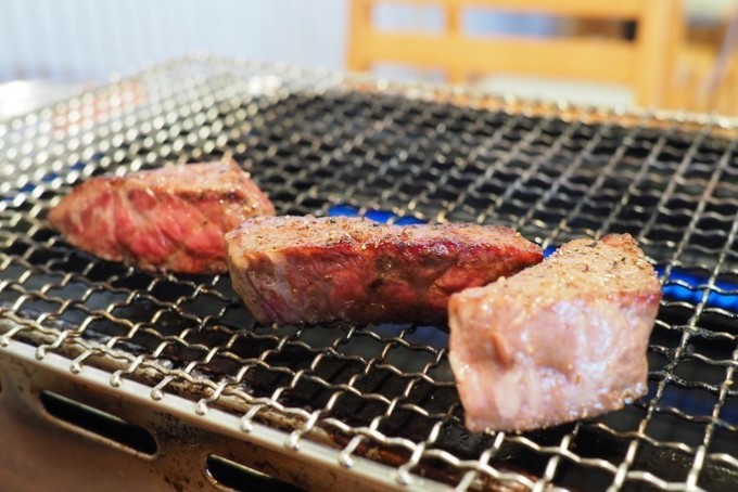 【三宮】豪快そのもの!その日一番の塊肉を楽しめる大衆焼肉屋!『初代けむり一家』