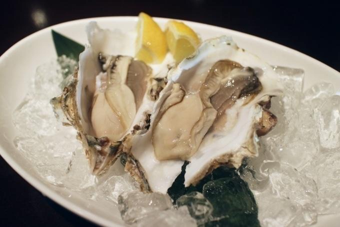 【北12条】生牡蠣やうに丼も全品390円!道産の新鮮食材をコスパ良く味わう『390酒場』