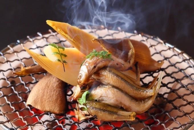 【心斎橋】皮目はパリッと中はふっくら!琵琶湖の至宝を炭焼きで味わう『寿司はせ川』
