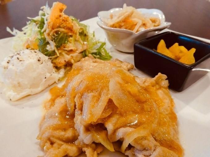 【天満橋】イチから仕込んだカレーは絶品!大阪城近辺でボリューム満点ランチなら『ジョグスタテラス』