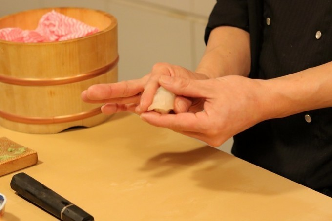 【天満橋】大トロからうなぎ創作鮨まで。和の技法を盛り込んで作り出す新たな味『すしのや』