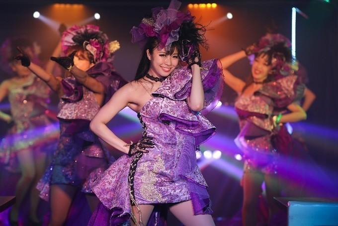 【横浜】料理もお酒も本格派!ダンスショーやモノマネも楽しめるショーレストラン『横浜マリンロケット』