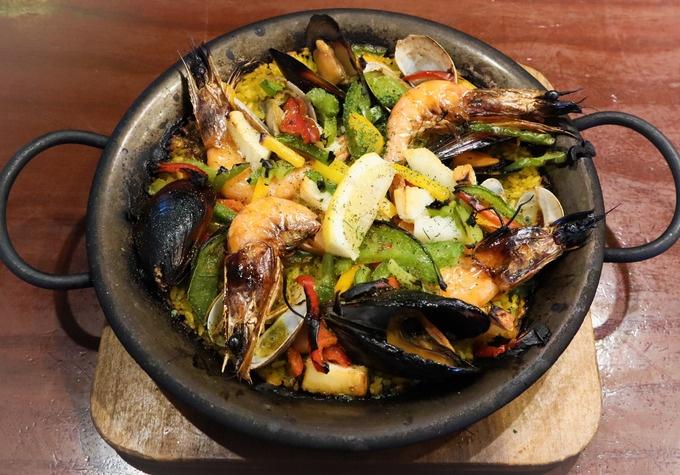 【銀座】具沢山のパエリアは必食!本格スペイン料理をカジュアルに『Hola!Ginza7』