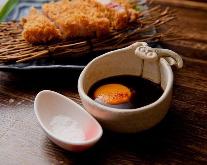 【四ツ橋】3,000円であらゆる部位のトンカツ食べ比べ!幻の豚を食べつくせ『なみなみ』