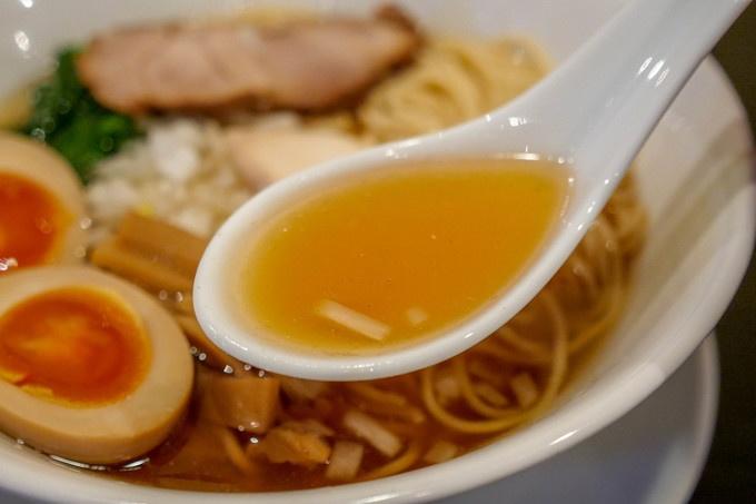 【市ヶ谷】知る人ぞ知る!卵のコクと煮干しラーメンの意外な組み合わせ『中華そば コヨシ』