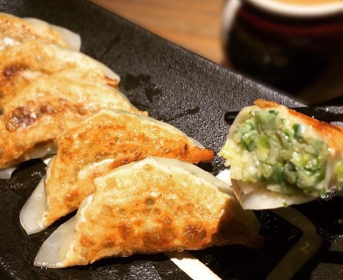 【京都】トロトロの餡がたまらない!『餃子松吉』が「超薄皮の焼き九条ねぎ餃子」の販売を開始!