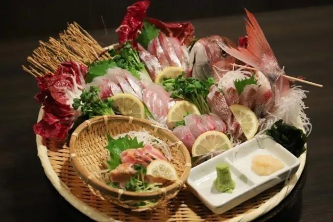 【期間限定】刺身盛り注文でドリンクが200円!池袋『はらへった』で鮮魚も馬肉も食べつくせ