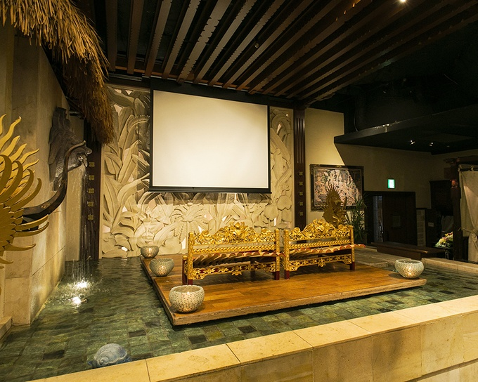 【新宿】同窓会の会場に!パーティーグッズの無料貸出や年代に合わせたBGMも『バリラックス』