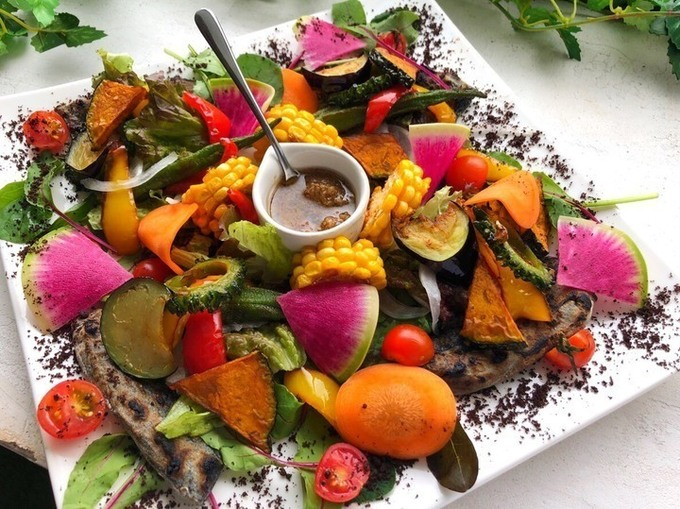 【都島】夏季限定ピザが登場。10種の夏野菜が集結した1枚を『PIZZA FORTUN』で味わって!