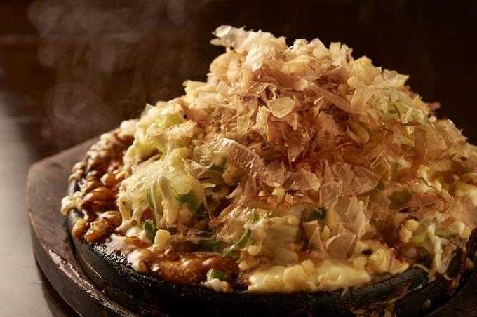 【赤羽】山芋生地のフワッフワお好み焼きが500円!『えんじゃ』は肉系おつまみも豊富