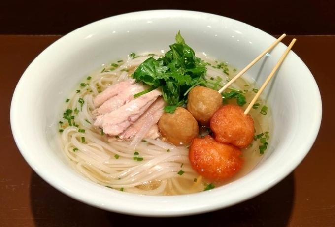 【木場】鶏×海老の旨みが活きたタイラーメン。酸っぱ辛いエスニック料理を『東京カオマンガイ』で