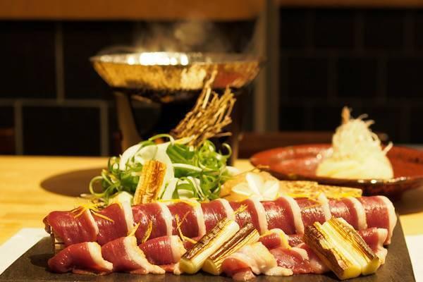 【曙橋】気軽に立ち寄れる割烹料理店で、冬が旬の鴨を味わい尽くすコースを堪能『根もと』