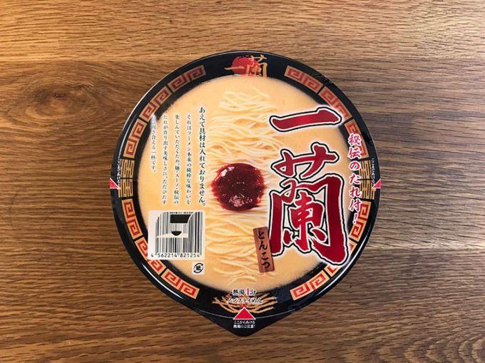 ラーメン店『一蘭』史上初のカップ麺「一蘭 とんこつ」のパッケージ俯瞰